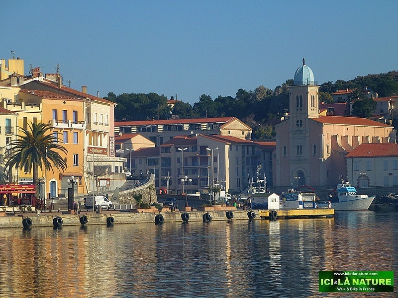 12--walking holidays south france mediterranean sea