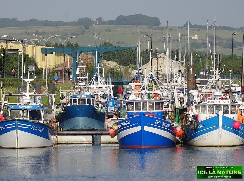 23-fishboats hiking holidays france