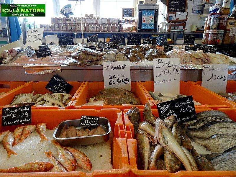 28-hiking trip france fish market