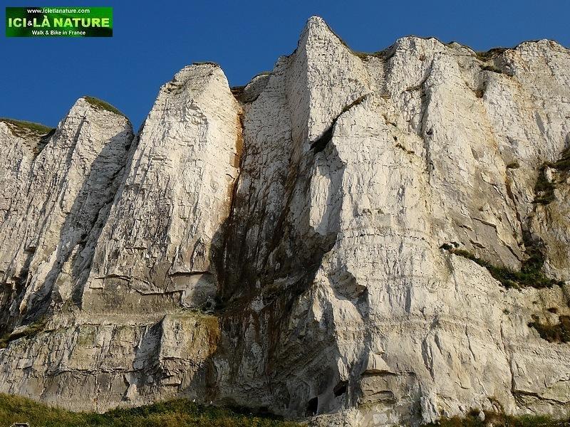 40-normandy beach cliffs
