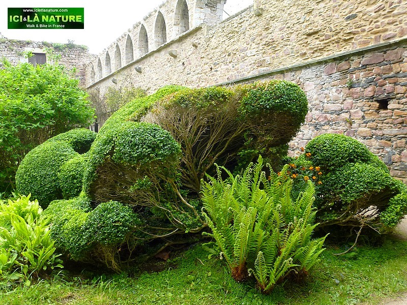 13-garden cloister abbey france