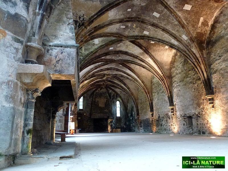 15-historical monument france abbey