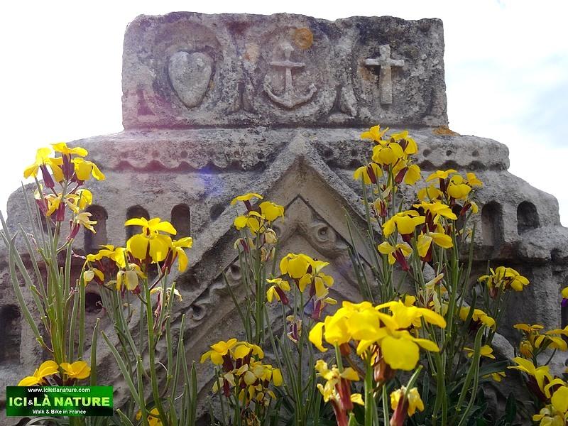 28-maritim cemetery royan talmont