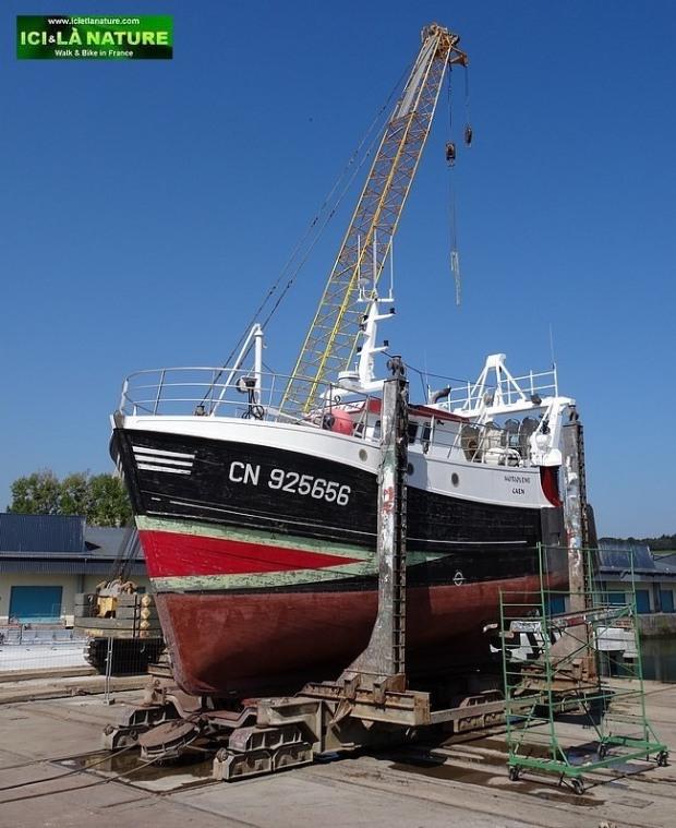 34-chalutier port en bessin