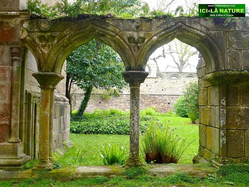 34-cloister abbey france