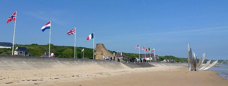 03-omaha beach 1944 statue les braves