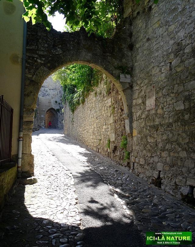 11-paved street provence vaison