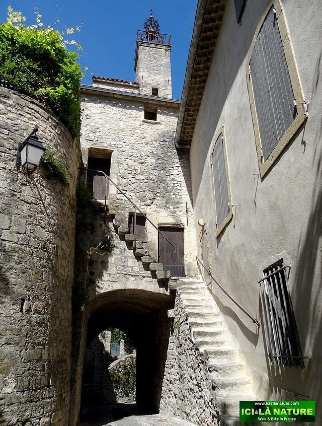 12-medieval village provence vaison la romaine