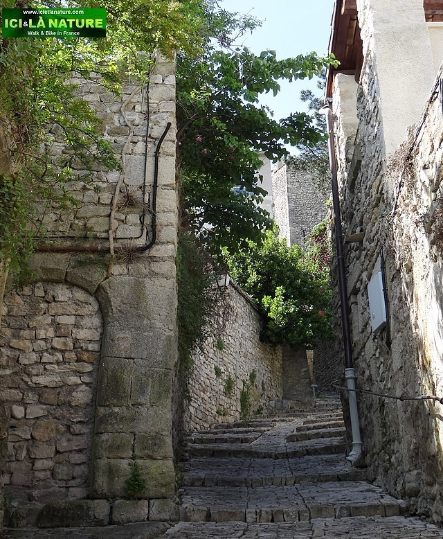 14-medieval paved street provence vaison