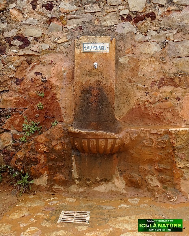 15-fountain provence roussillon