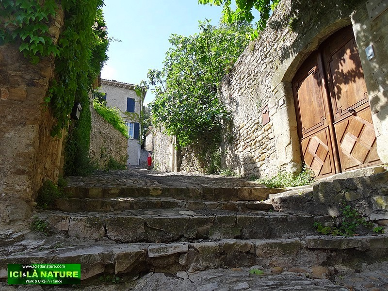 15-typical village provence vaison