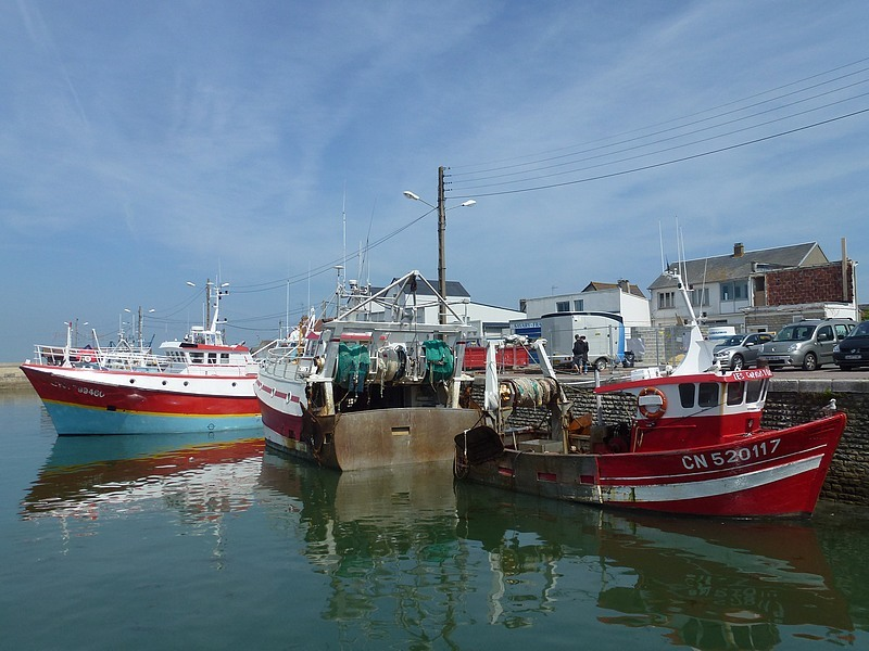 24-grandcamp-maisy harbour normandy