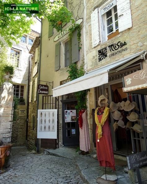 44-provence place gordes