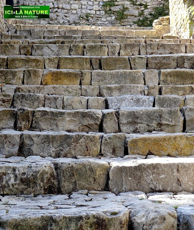57-provence remarkable stone staircase