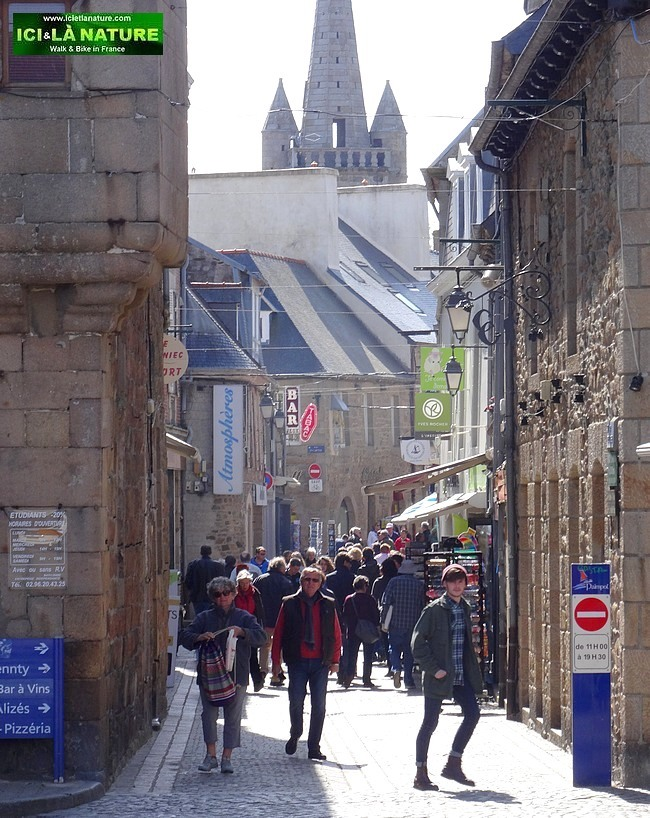 09-brittany old street paimpol