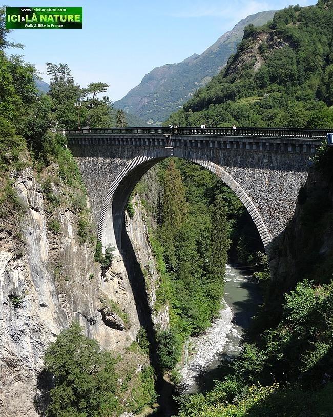 12-luz saint sauveur pont napoleon