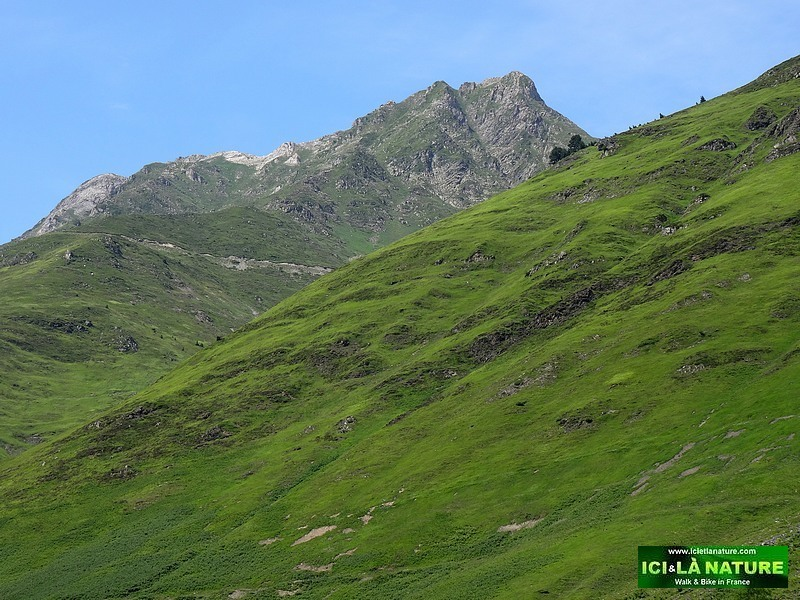 15-landscape pyrenees mountains tour de france