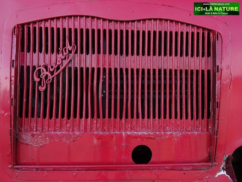 36 bristol-imperial red bus
