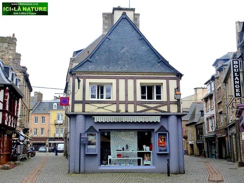 38-brittany medieval street