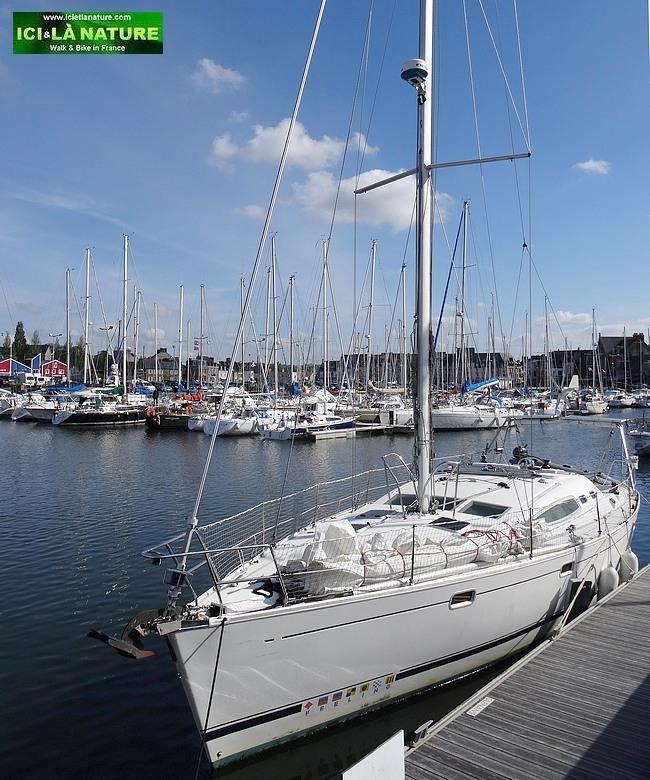 41-white boat brittany walk