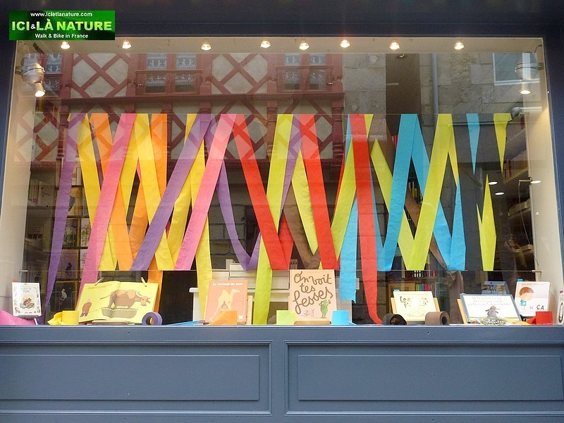 46-paper shop brittany