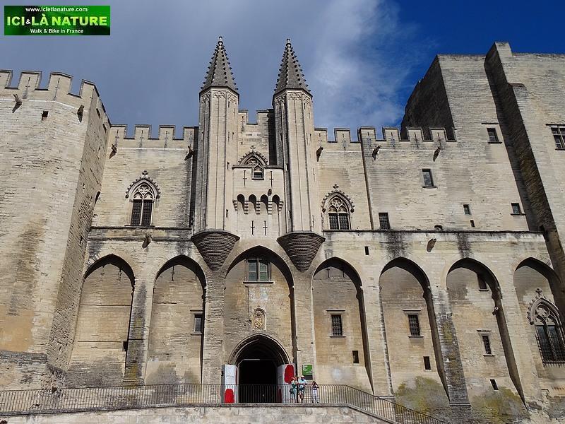 58-old castles provence avignon france
