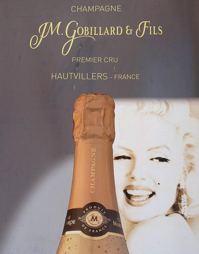 Champagne marylin monroe