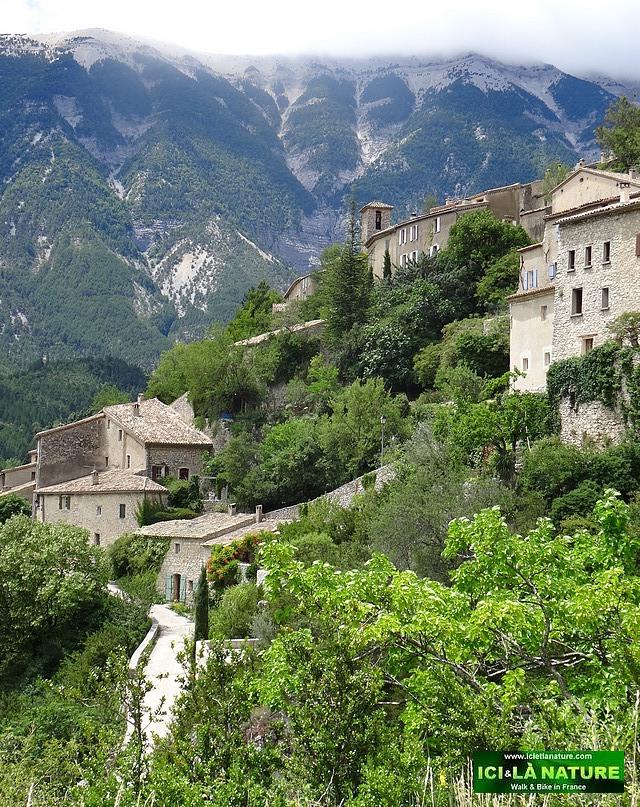 09-landscape provence village brantes