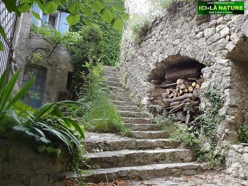 27-medieval village provence brantes