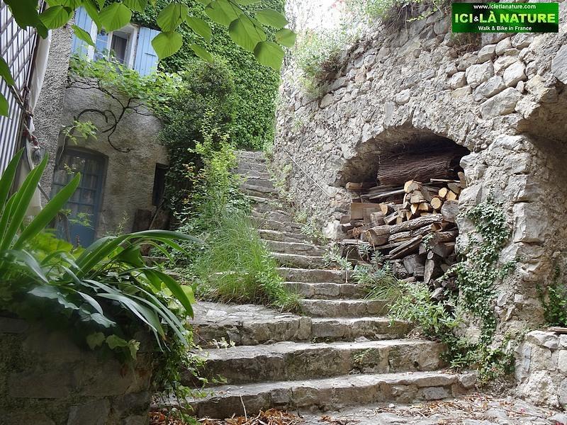 27-medieval village provence brantes