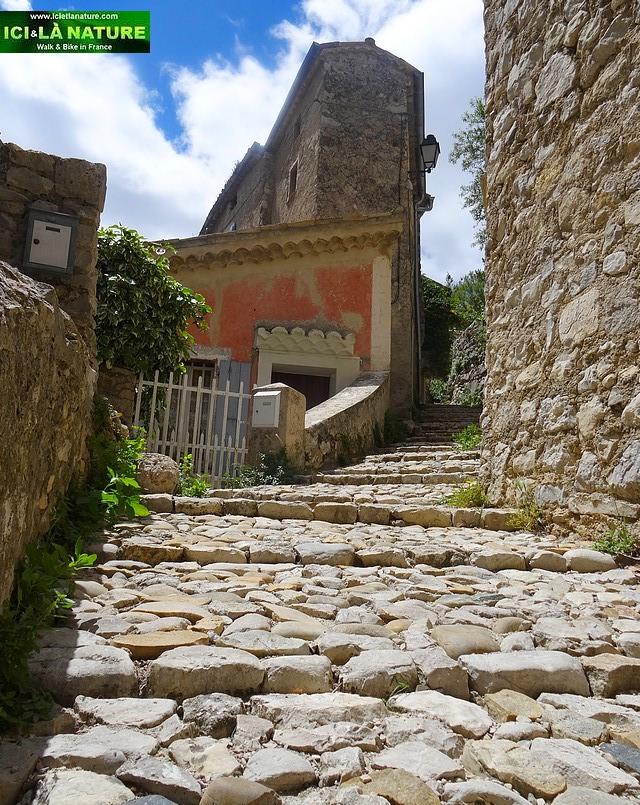 29- narrow cobblestone street provence brantes