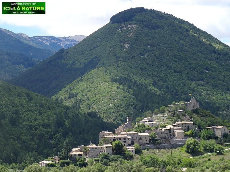 37-reilhanette village provence vaucluse
