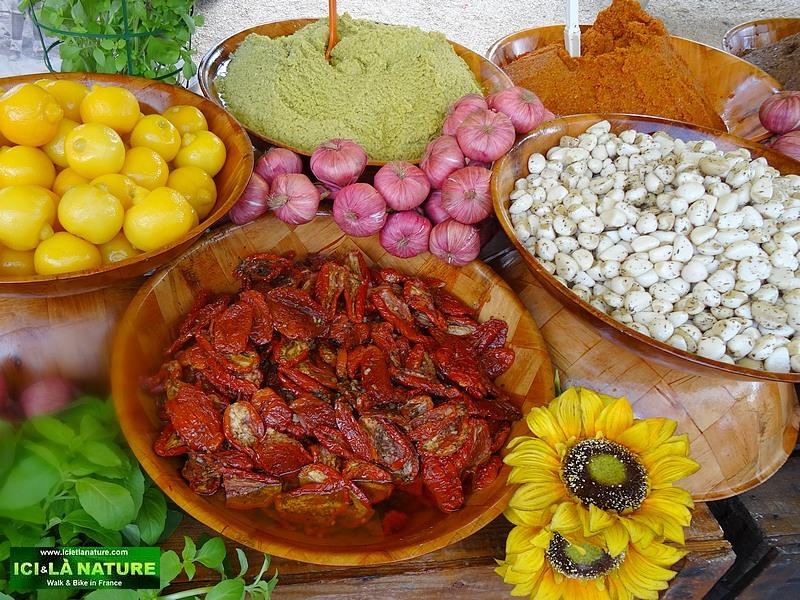 02-market provence holidays