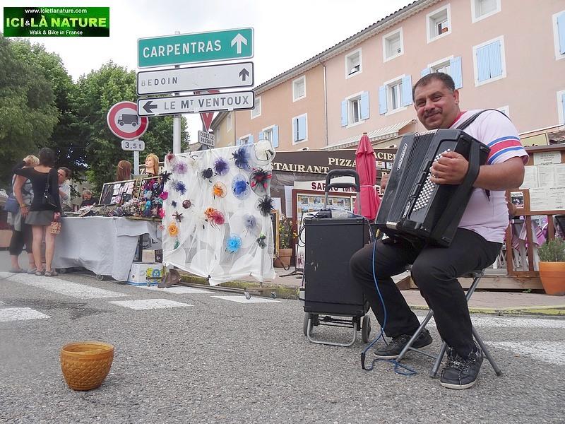 27-biking holidays provence markets