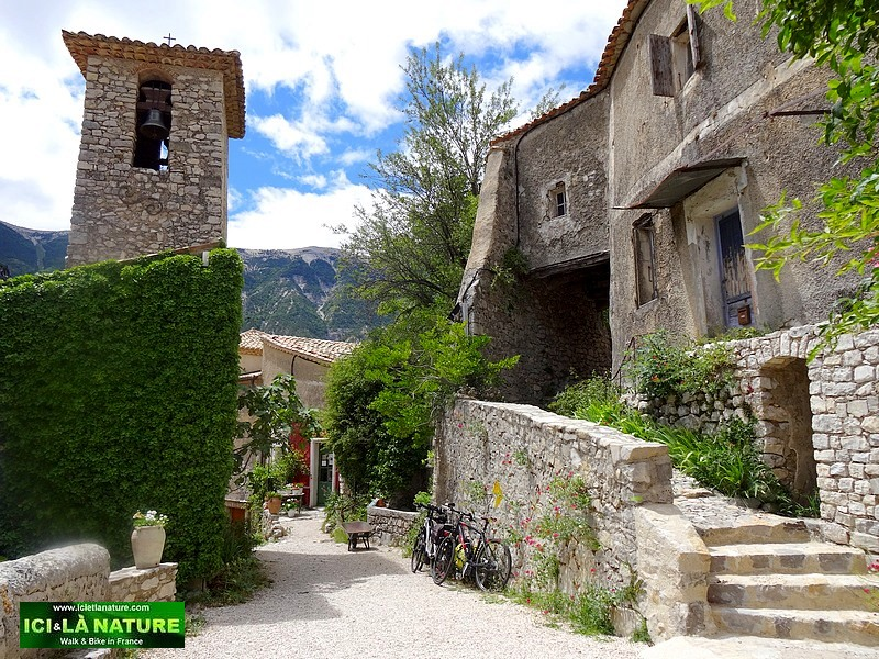 48-hiking mountain village provence