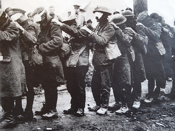 british soldiers gaz attack