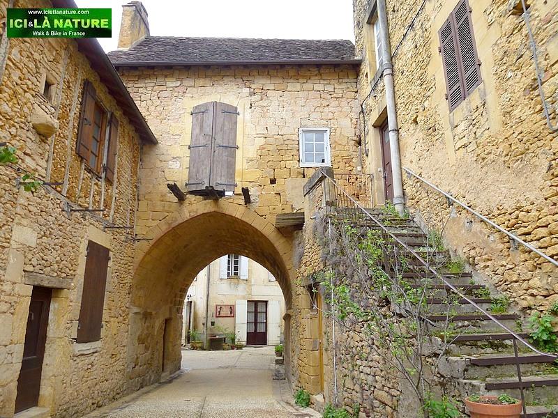 01-perigord village france