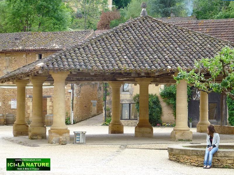 03-bastide village in dordogne france