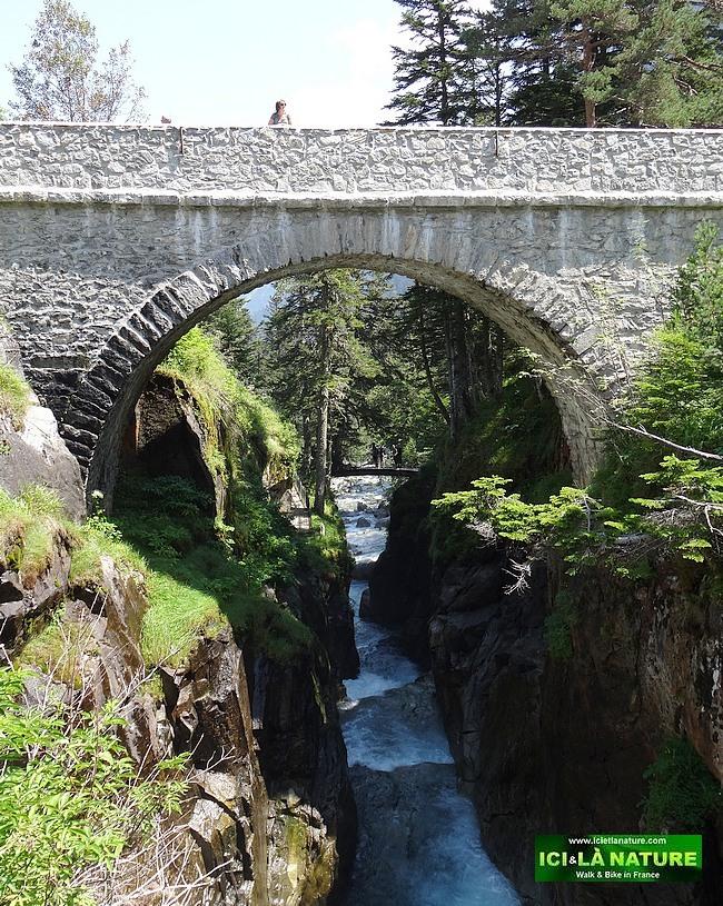 06-pyrenees mountains pont d' espagne