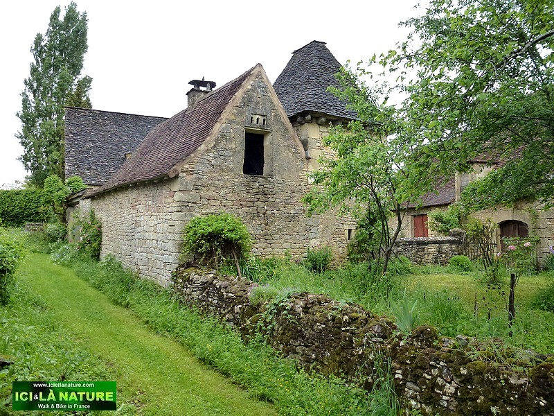 07-old house black perigord france