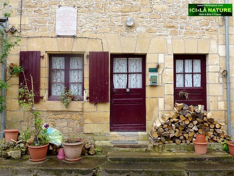 11-black perigord house village france