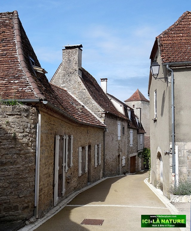 16-perigord old great village street france