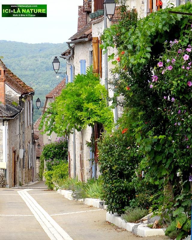 21-dordogne village street