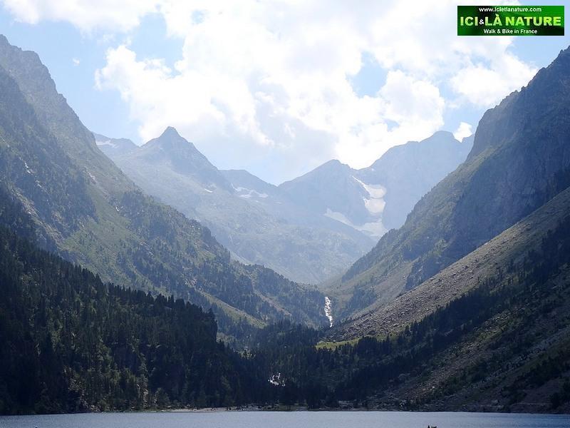 23-lac de gaube pyrenees