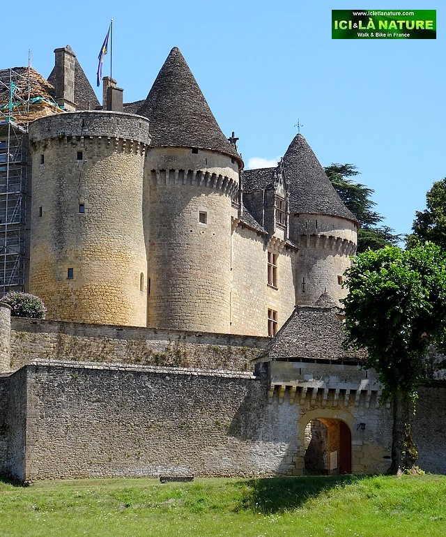 56-old fortified castle france perigord dordogne