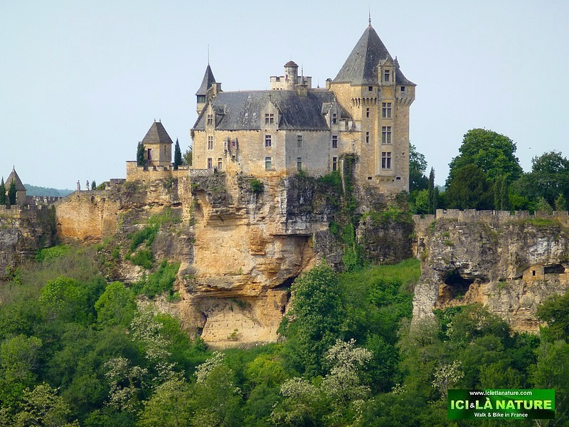 24-walking holidays in dordogne beynac