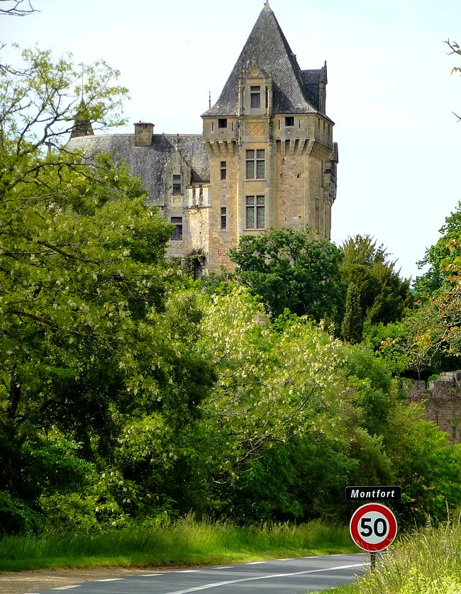 26-cycle holidays in dordogne perigord