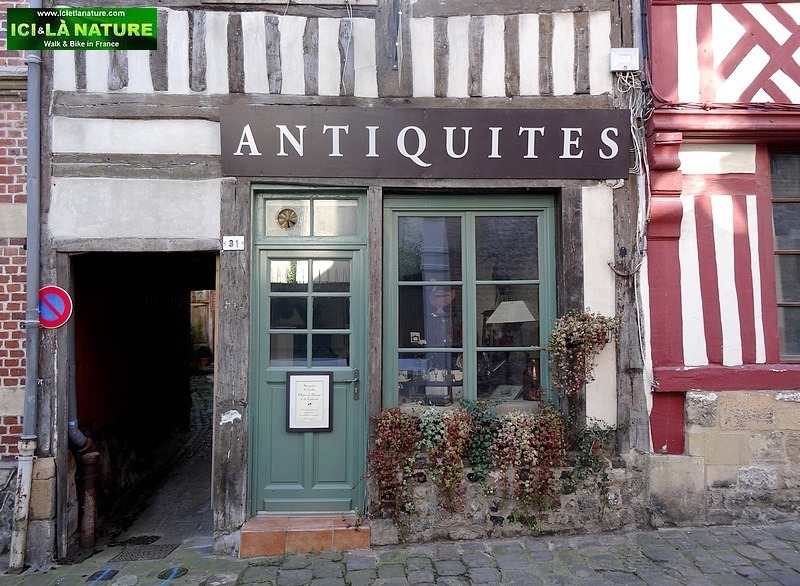 26-old street normandy honfleur