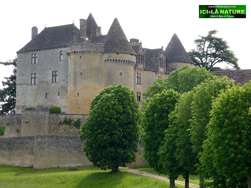 36-Dordogne bike tours Self-guided cycling holidays