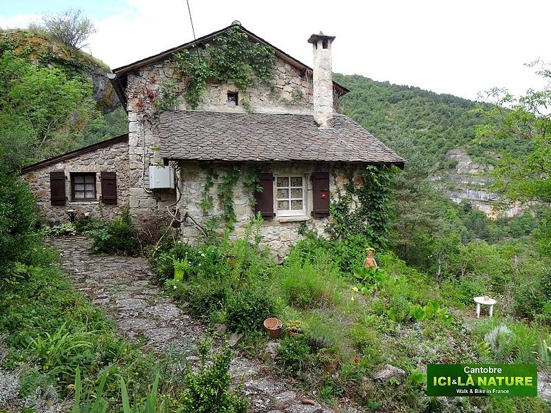09-mountain house aveyron